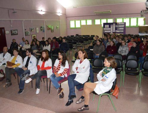PROFESIONALES DE LA SANIDAD OFRECEN UNA SESIÓN CLÍNICA SANITARIA EN EL IES LOS ALBARES